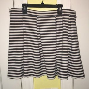 American Eagle XL Grey/White Striped Skater Skirt